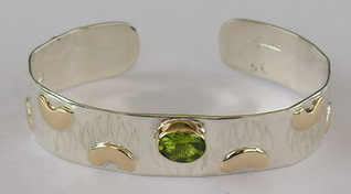 Gems-Bracelets - BSt3 - Bearclaw and Peridot