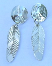Dangly Earrings - ERn5 - bearclaw disc and feather