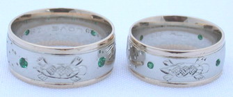4-Direction Rings - PlrSt4a - Eagle, Moon, Sun and Turtle with 1.5mm emeralds - ribs in yellow gold on white - Eagle head and Moon with 2mm and 1.5mm emeralds