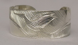 BFB25b - Hummingbird and Feathers in silver cuff