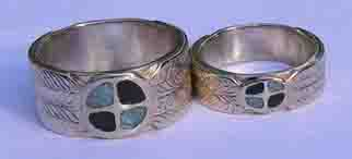 Inlay-Medicine Wheel Rings - MdrStCh19b medicine wheel with engraved feathers, turquoise and onyx in silver