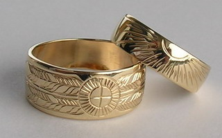"MDe11c 3/8"" wide band medicine wheel and sun burst in gold"