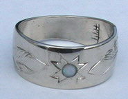 RbfSt26g, MicMaq Satr and 4mm Opal and feathers - 9.5mm wide band