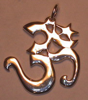 Non-Native Pendants - NNcp15 - OM in Gold