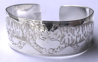 "NNb15 - Bengal Tigers Dancing on 1"" wide band silver cuff bracelet"