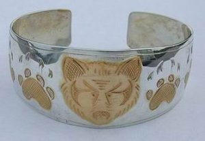 The first wolf face bracelet with electroplating