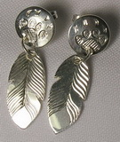 Feather Earrings - ERn5 - studs in silver with wolfpaws