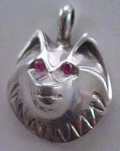 Cast Pendants - PenC21 - Wolf head and Ruby eyes