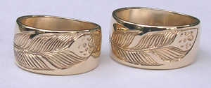 Gold Bird Feathers Rings - Rbfg25 - Wide Band Feathers with wolfpaw and beads