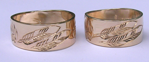 Gold Paws Face Rings - Rbfg4g - Feathers with bearclaw, wolfpaws and flames for borders - 10mm wide band in 14k yellow